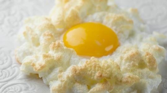 Облачные яйца: красивый завтрак в выходные