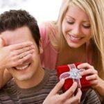 Что подарить мужчине на день рождение или юноше, и как правильно это сделать